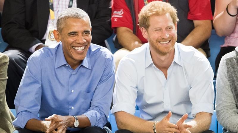 """Hoàng tử Harry """"bày mặt xấu"""" trêu tổng thống Obama"""