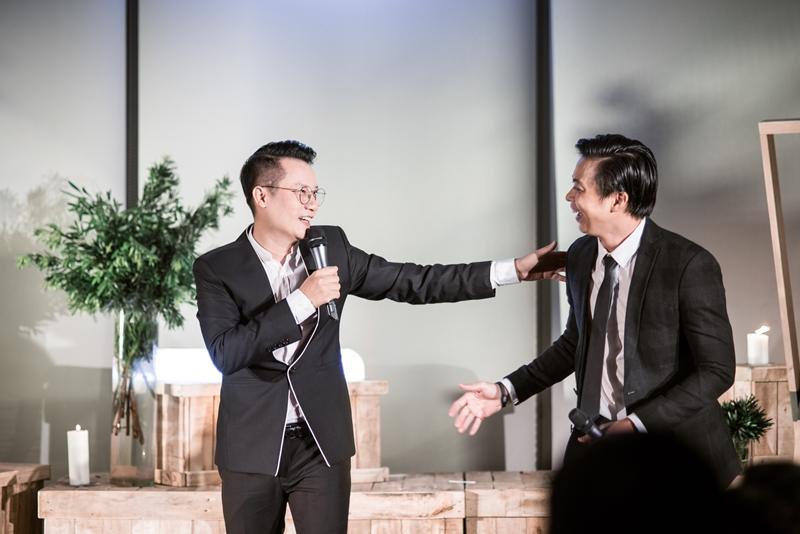 """Chuỗi hoạt động mở đầu với đêm nhạc """"I hear You"""" tại Hồ Chí Minh do hai ca sĩ - người kể chuyện lịch lãm Hoàng Bách và Lân Nhã trình bày, đã đem lại những trải nghiệm đầy cảm xúc cho những khách hàng thân thiết của nest by AIA."""
