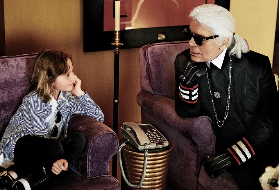 Hudson Kroenig, sinh năm 2008, là con đỡ đầu của giám đốc sáng tạo Chanel Karl Lagerfeld. Cậu bé là gương mặt quen thuộc tại các show diễn của Chanel.