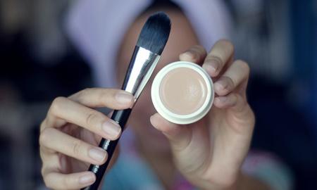Những loại kem che khuyết điểm tốt nhất cho làn da có nhiều vết thâm