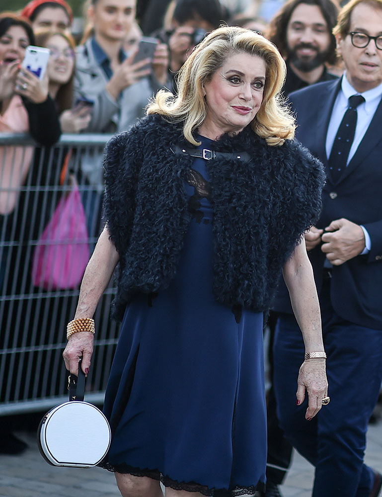 catherine-deneuve-louis-vuitton-circle-bag