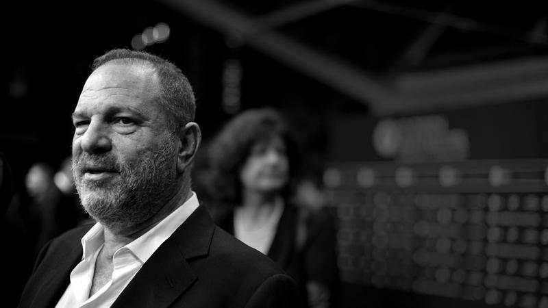 """Giữa cơn """"bão đen"""" ở Quả cầu vàng 2018, """"ông trùm"""" quấy rối Harvey Weinstein lẩn trốn khỏi Hollywood"""
