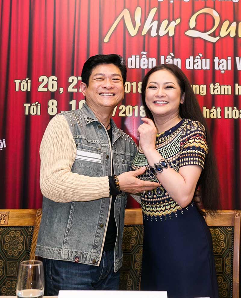 Cặp đôi Như Quỳnh - Mạnh Đình thân thiết ở ngoài đời.