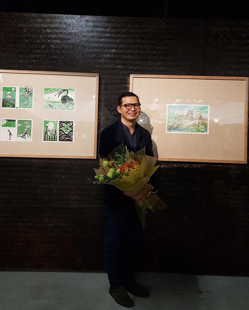 Họa sĩ Tạ Huy Long - người có nhiều tác phẩm trưng bày trong triển lãm lần này mong muốn các tác phẩm về Dế mèn vượt ra ngoài khuôn khổ của những bức tranh minh họa, mang đến cho người xem nhiều cảm xúc trong lành.