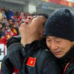 Đạo diễn Vũ Ngọc Đãng, Nguyễn Quang Dũng dặn các em U23 Việt Nam tránh xa gái hư, cầu thủ bán độ, và gìn giữ tình thân