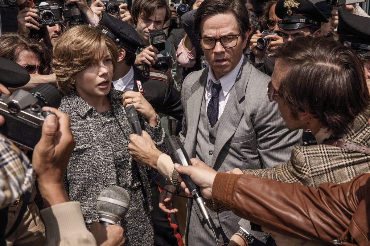 "Tạo hình của Michelle Williams (trái) và Mark Wahlberg trong phim ""All The Money In The World"""