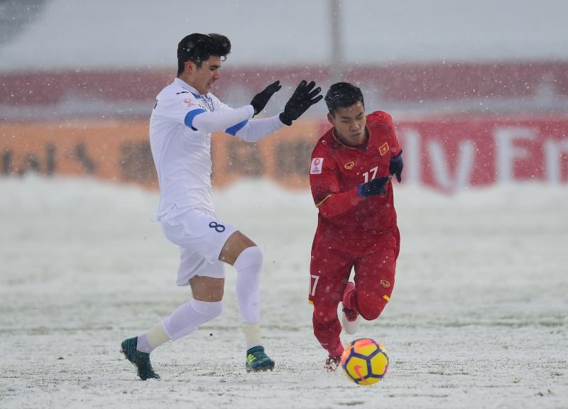 Hình ảnh không thể nào quên được khi đội tuyển U23 Việt Nam đối đầu với đội tuyển U23 Uzbekistan trong điều kiện thời tiết tuyết rơi không ngừng.