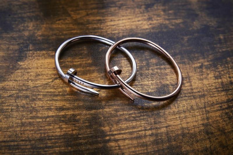 Những chiếc vòng tay Juste Un Clou của Cartier
