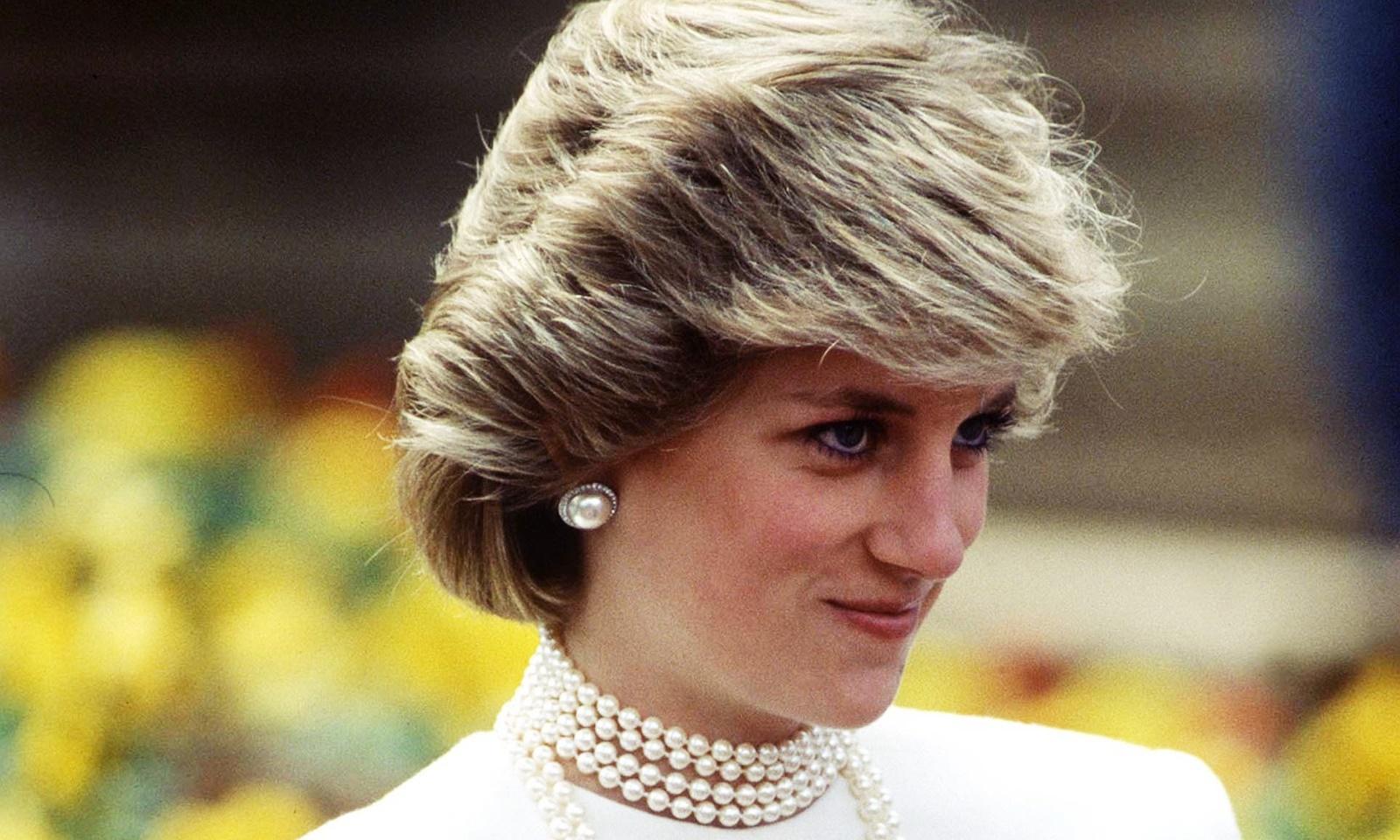 Hai lần thay đổi diện mạo gây chú ý nhất của công nương Diana