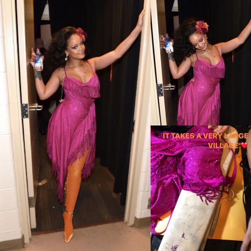 Chiếc đầm màu hồng này được NTK Adam Selman thiết kế riêng cho Rihanna tại Grammy 2018. Có hơn 50.000 viên pha lê Swarovski được đính thủ công hết sức tỉ mỉ.