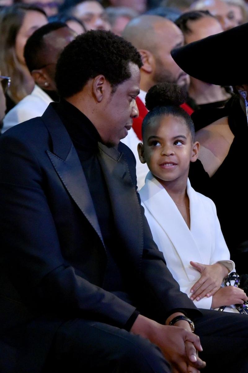 Thật quá dễ hiểu khi Blue Ivy sớm hình thành được phong thái một siêu sao khi cô bé là con gái của Jay-Z và Beyonce, những nghệ sĩ có sức ảnh hưởng vô cùng lớn.