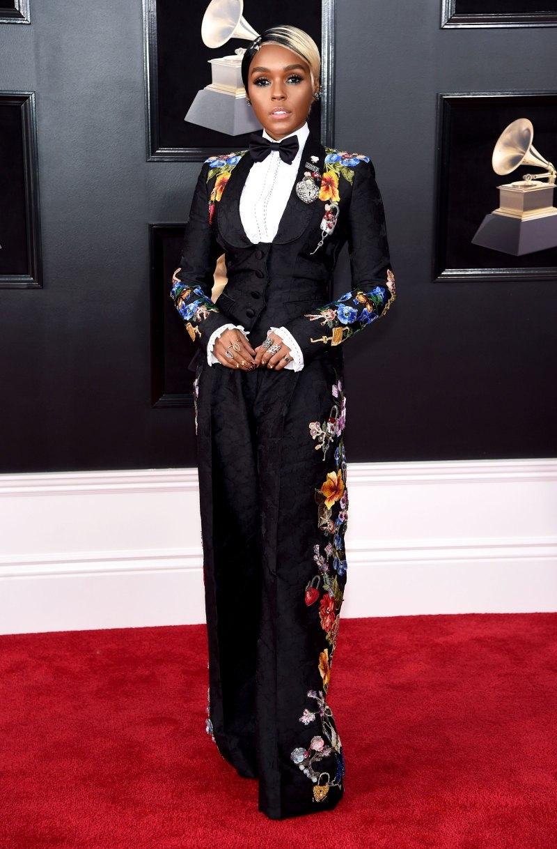 Janelle Monae luôn nổi bật tại bất kỳ sự kiện nào cô tham dự. Tại Grammy năm nay, cô chọn một bộ tuxedo của Dolce & Gabbana với những họa tiết hoa nhiều màu sắc vô cùng bắt mắt.