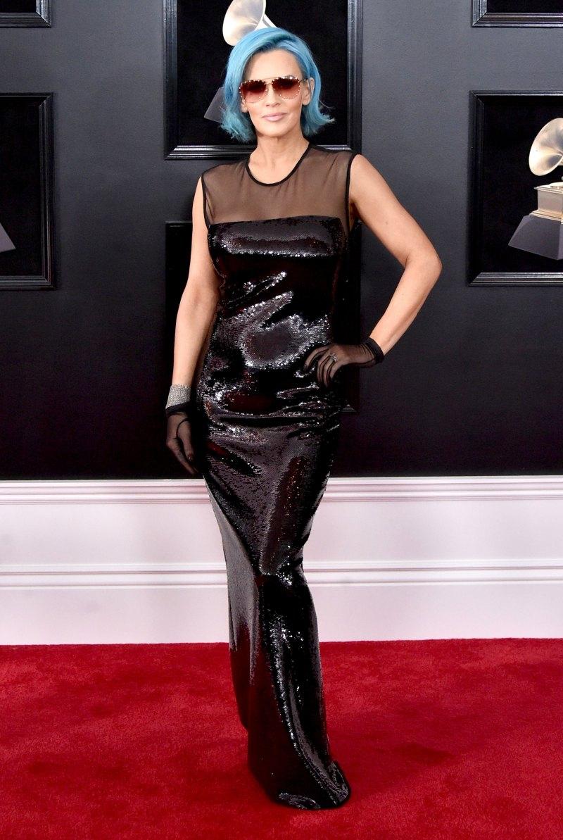 Nữ diễn viên Jenny McCarthy khiến mọi người ngỡ ngàng với mái tóc xanh. Cô cũng mặc trang phục màu đen, góp phần truyền tải thông điệp nữ quyền của Time's Up.