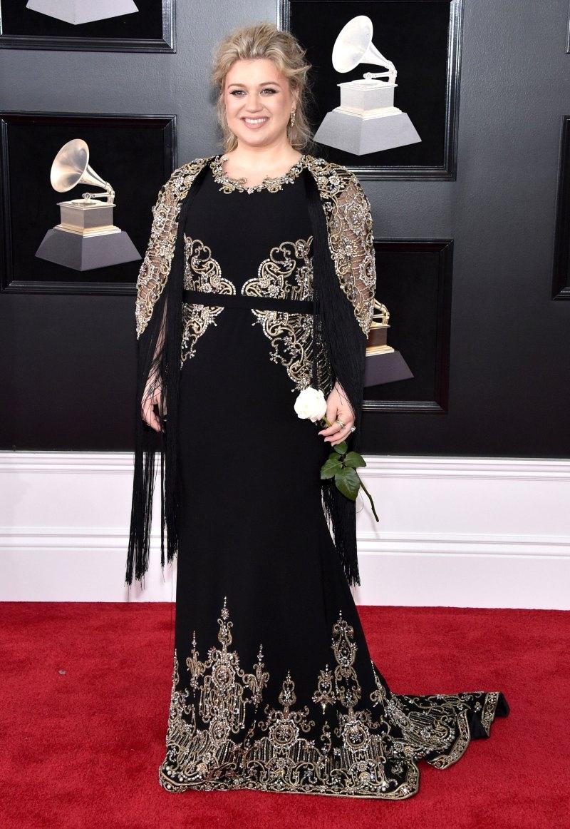"""""""Thần tượng âm nhạc"""" của Mỹ Kelly Clarkson sang trọng trong thiết kế đầm dài tay của Christian Siriano nổi bật với những họa tiết thêu đính kỳ công."""