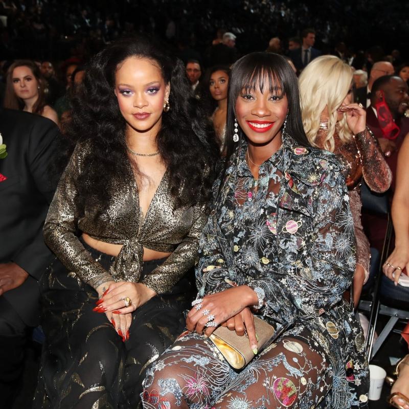 Rihanna mặc bộ trang phục vintage của Yves Saint Laurent trong buổi tiệc hậu Grammy.