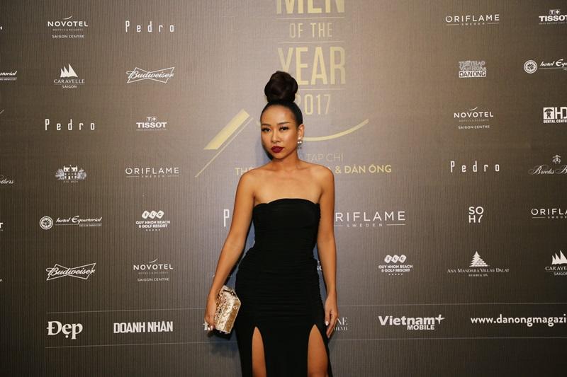 """Một người đẹp khác cũng lựa chọn mái tóc búi """"vĩ đại"""" cho sự kiện này, đó là ca sỹ Thảo Trang"""