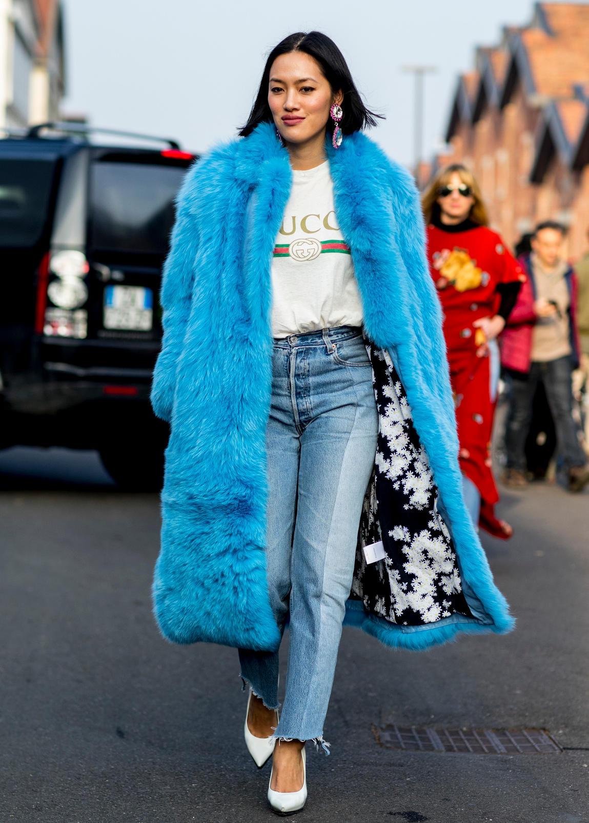 Gucci giữ vị trí thứ 2 trong bảng xếp hạng. Thiết kế áo thun in logo mang cảm hứng hoài cổ của nhà mốt là item khởi đầu cho trào lưu áo phông high-fashion của năm qua.
