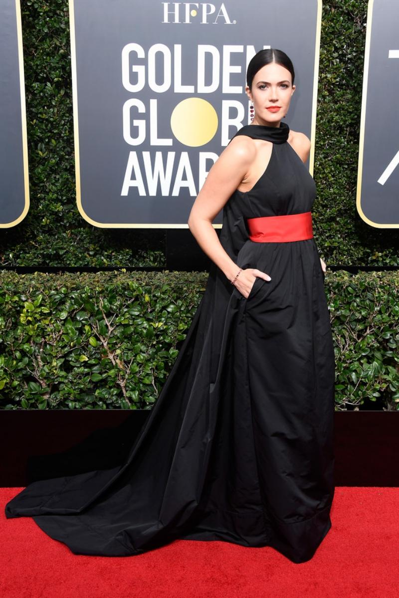 Mandy Moore được stylist chọn cho cô phiên bản đặc biệt của thiết kế trong BST Thu 2017 từ nhãn hiệu Rosie Assoulin.