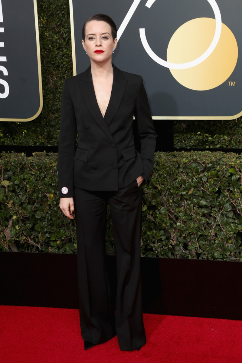 """Nữ diễn viên Claire Foy của show truyền hình ăn khách """"The Crown"""" chinh phục mọi ánh nhìn với phong cách menswear ấn tượng trong thiết kế của Stella McCartney."""