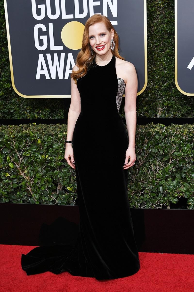 Nữ diễn viên Jessica Chastain sang trọng và quý phái trong thiết kế đầm nhung đen dài quét đất từ Armani Prive cùng trang sức của Piaget.