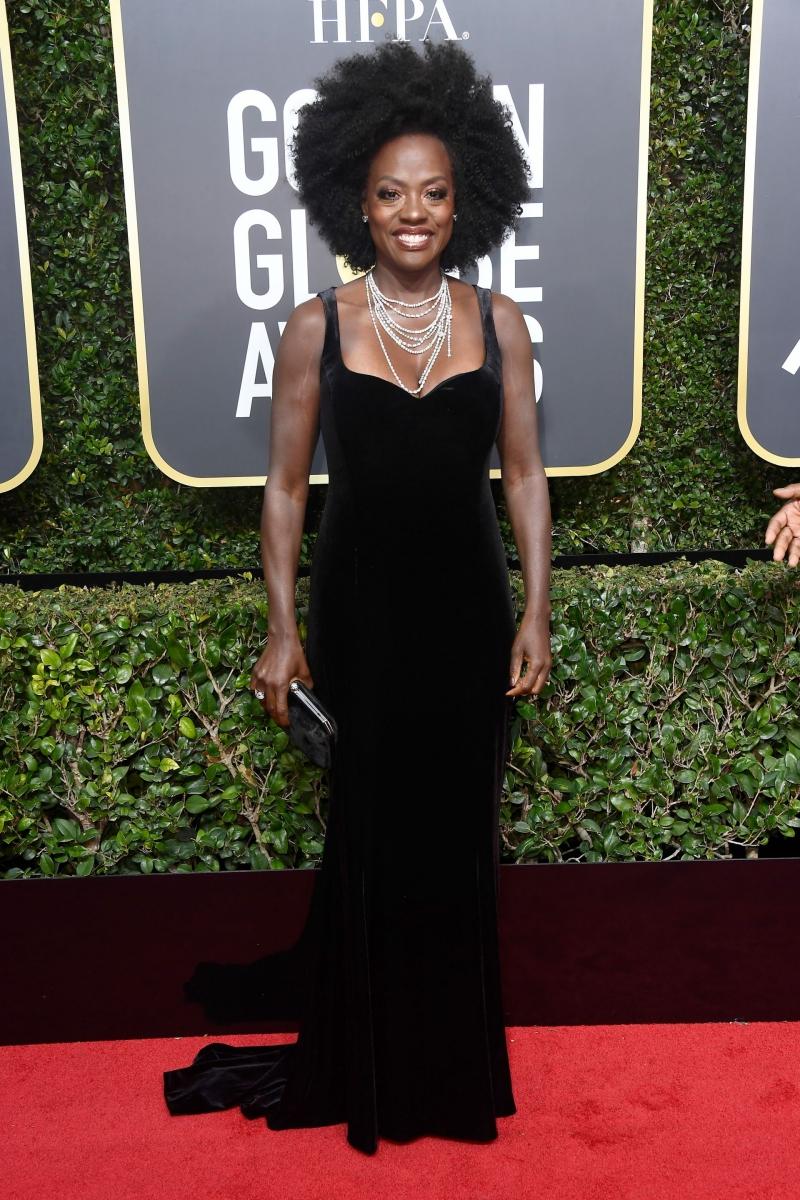 """""""Nữ hoàng drama"""" trên truyền hình Viola Davis mặc thiết kế của Brandon Maxwell với chuỗi vòng cổ kim cương đắt giá."""