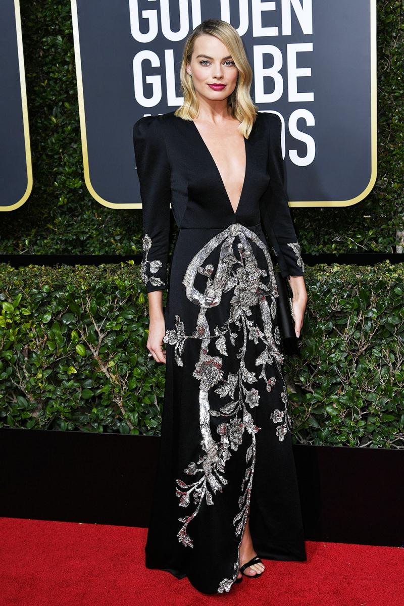 """""""Nàng Harley Quinn"""" Margot Robbie tiếp tục lựa chọn Gucci với những chi tiết trang trí vô cùng cầu kỳ và tỉ mỉ."""