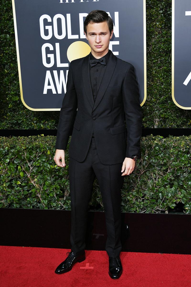 """Chàng diễn viên điển trai của """"Baby Driver"""", Ansel Elgort xuất hiện trong bộ tuxedo từ nhà mốt Prada."""