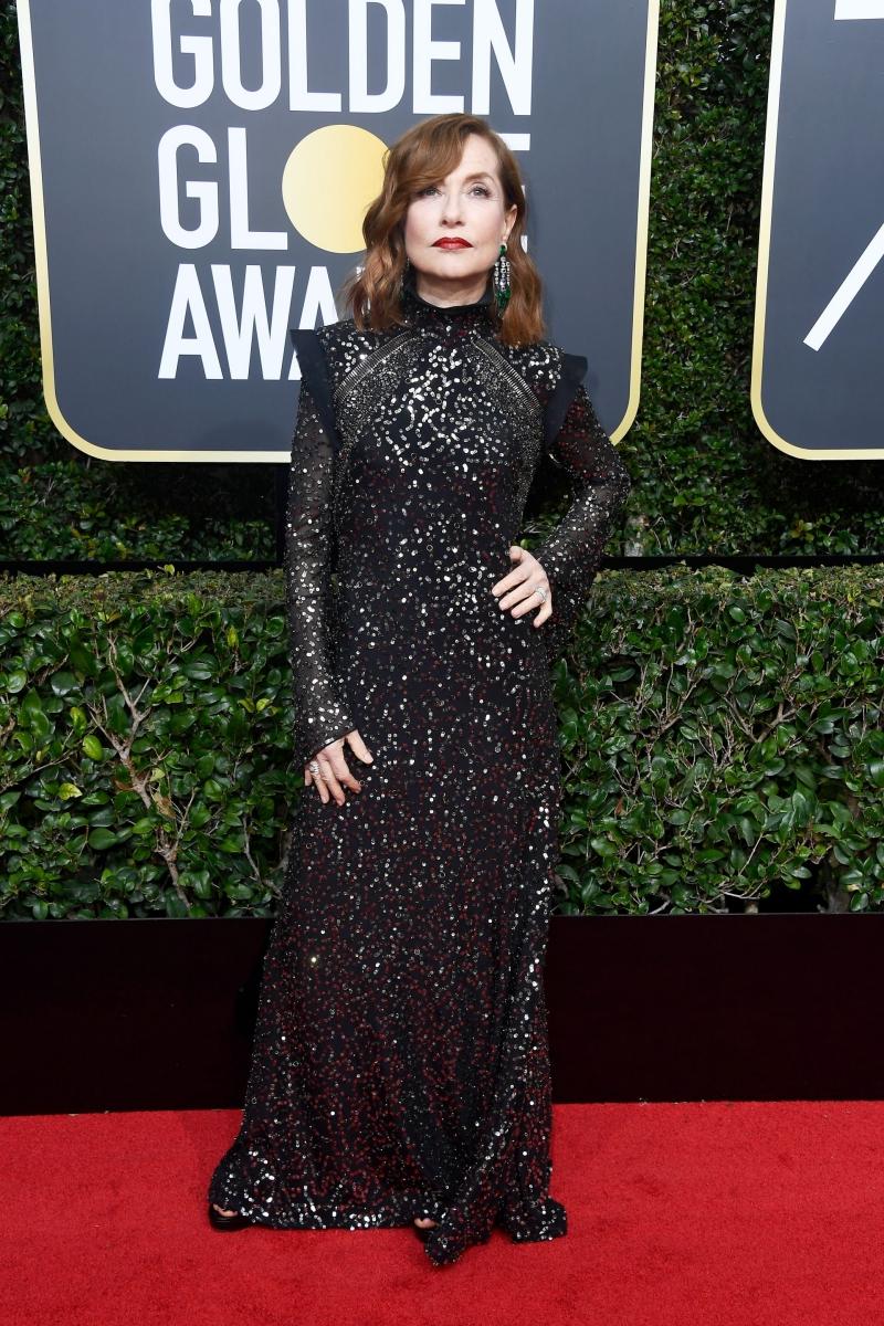 Nữ diễn viên Pháp Isabelle Huppert lựa chọn nhà mốt Chloé cho bộ trang phục của bà cùng trang sức của Chopard.