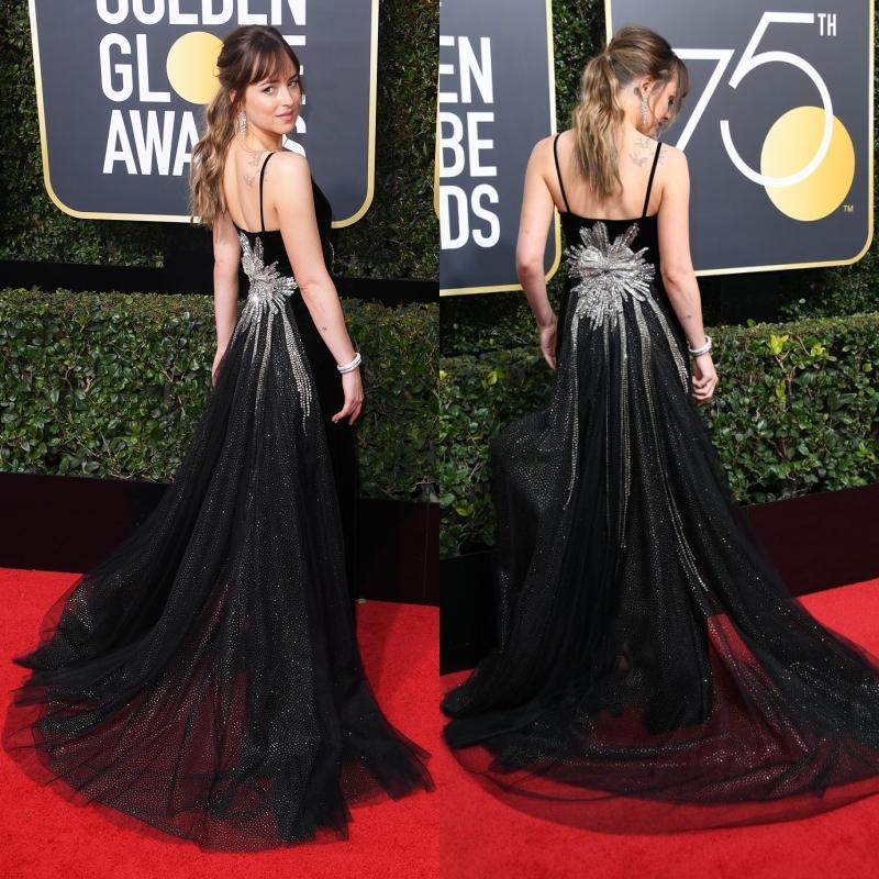Phần lưng sau của thiết kế được trang hoàng tỉ mỉ, cùng với phần đuôi váy thướt tha mang phong cách cổ điển lãng mạn.