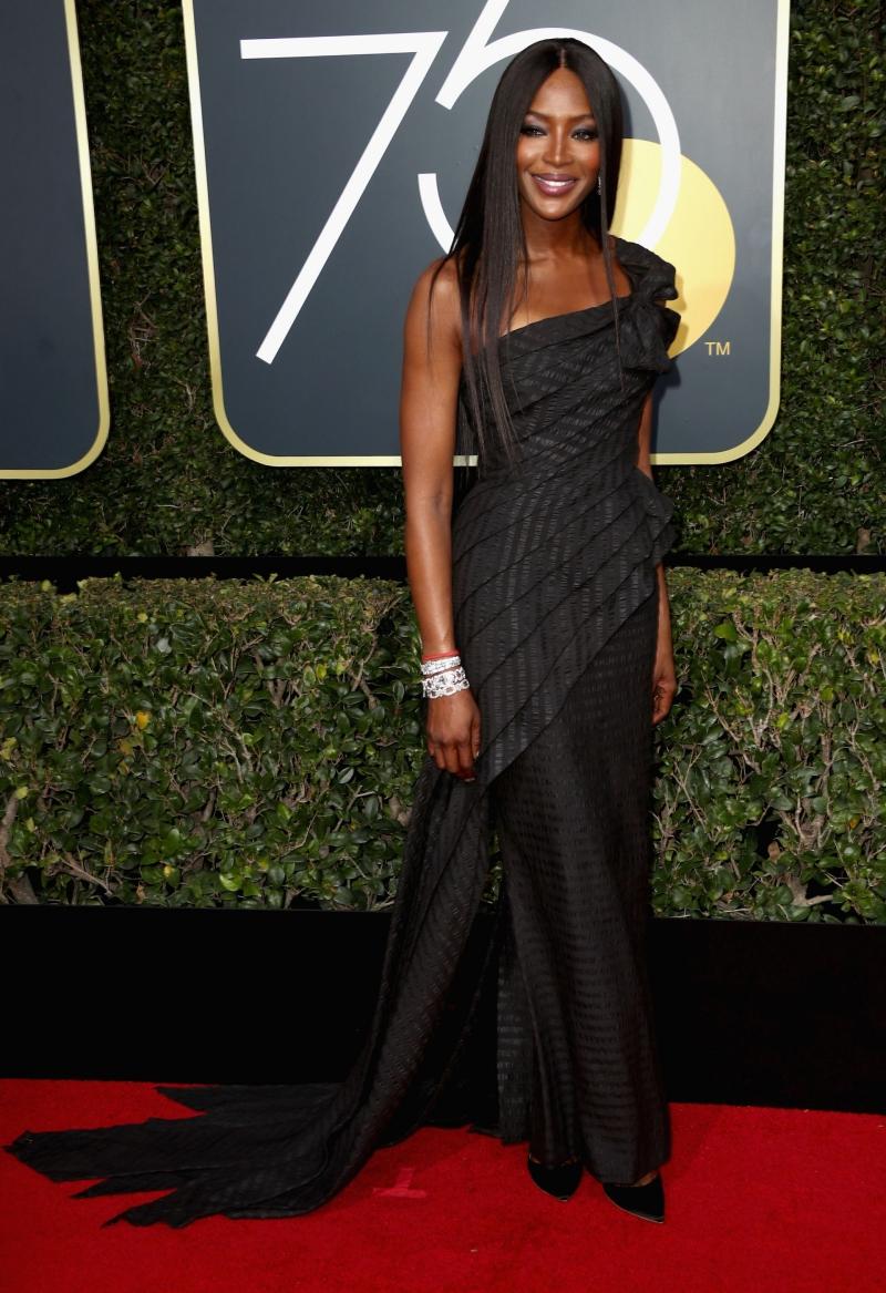 """""""Báo đen"""" nước Anh Naomi Campbell xuất hiện trong một thiết kế của Jean Paul Gaultier."""