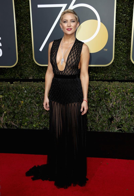 Kate Hudson gợi cảm tuyệt đối trong thiết kế couture của Valentino.