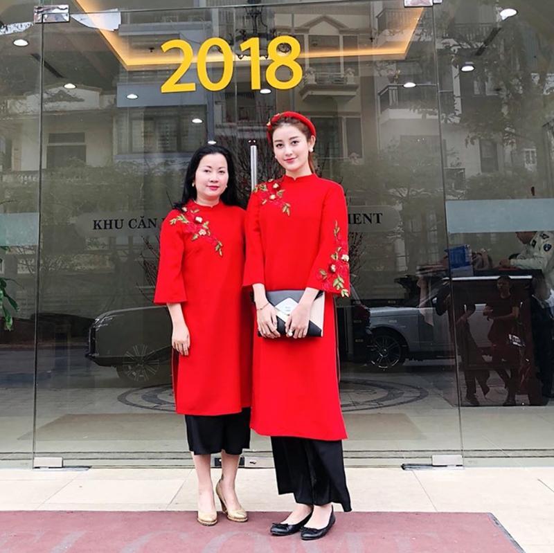 201819_my_nhan_viet_xung_xinh_ao_dai_ngay_tet_deponline_00a
