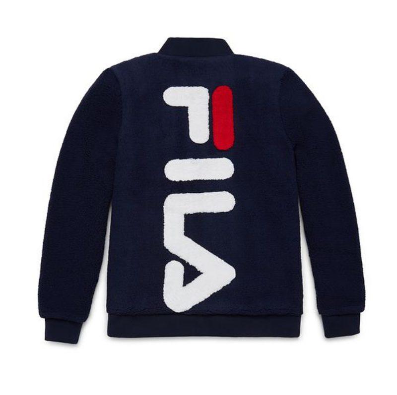 Chữ F cách điệu với nét ngang màu đỏ đã trở thành điểm đặc trưng khó quên trong logo của Fila.