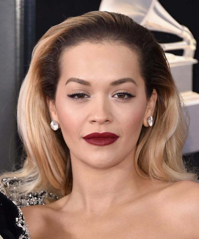 Mái tóc mang đậm dấu ấn những năm 80 của Rita Ora