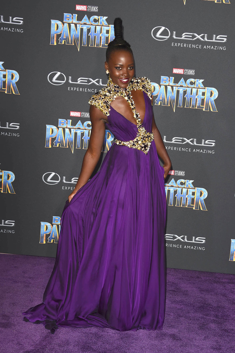 lupita-nyongo-black-panther-los-angeles-movie-premiere-red-carpet-fashion-atelier-versace-tom-lorenzo-site-1