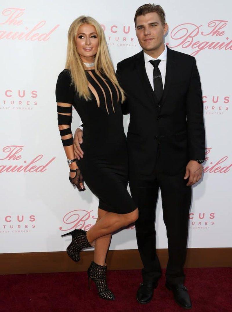"""Hồi tháng 6 năm ngoái trong sự kiện ra mắt phim """"The Beguiled"""" ở Los Angeles, Paris Hilton cũng mang đôi booties của Azzedine Alaia này."""