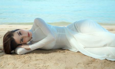 Diễm My đẹp ma mị với áo dài trắng