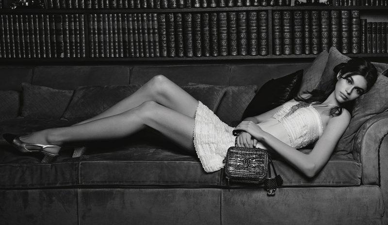 """Mãn nhãn với """"thần thái siêu mẫu"""" của Kaia Gerber khoe vẻ đẹp thanh xuân không tì vết"""
