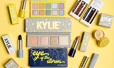 Kylie Jenner đặt tên bộ sưu mỹ phẩm mới theo tên của con gái đầu lòng