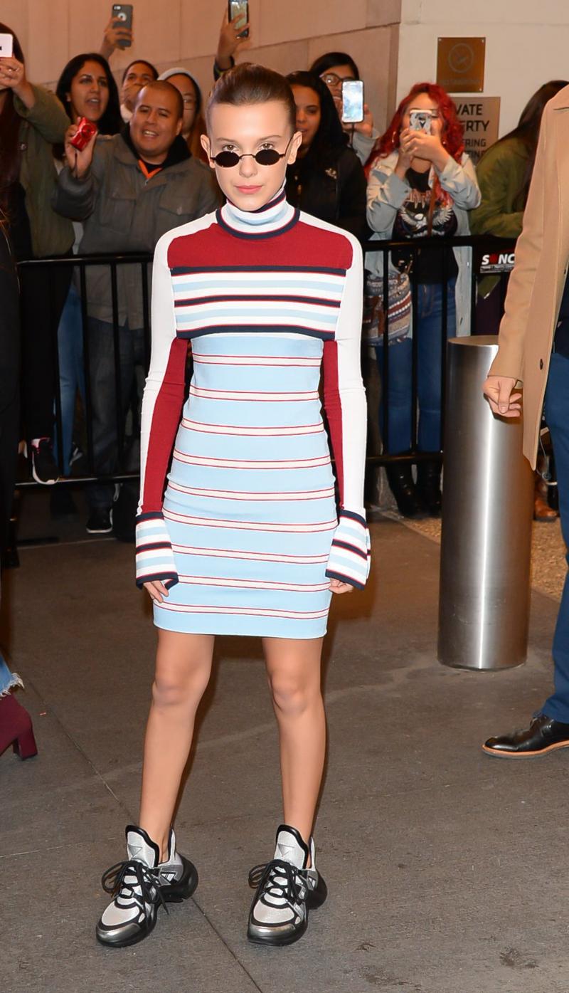 """Nữ diễn viên Millie Bobby Brown của loạt phim ăn khách """"Stranger Things"""" đã mang đôi giày Archlight này trong một sự kiện cuối năm 2017."""