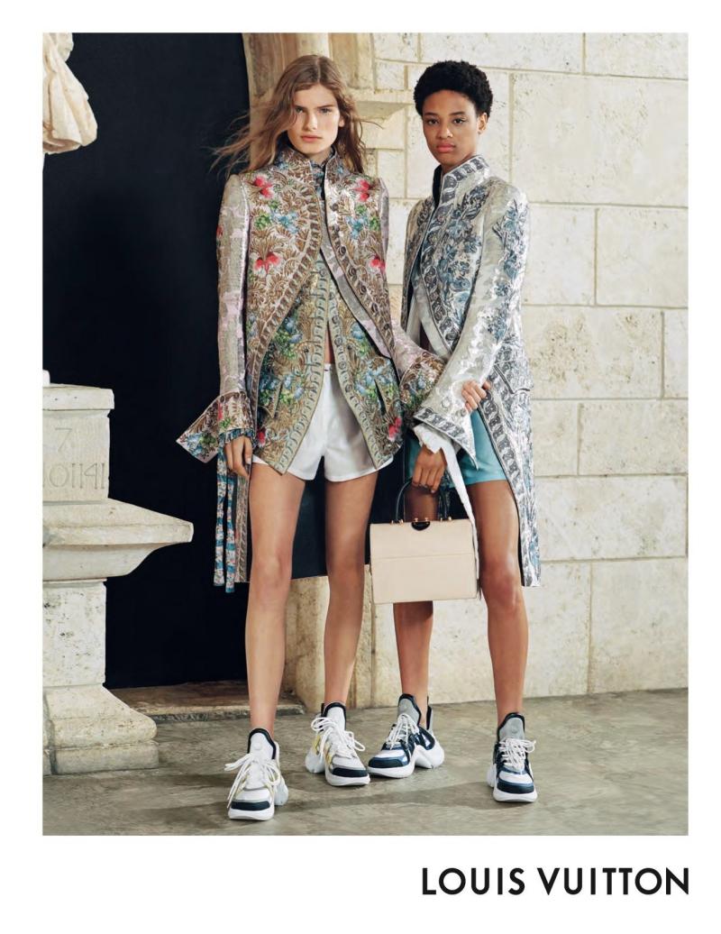 Những tấm hình trong chiến dịch quảng cáo BST Xuân Hè 2018 của Louis Vuitton luôn có sự hiện diện của thiết kế giày Archlight.