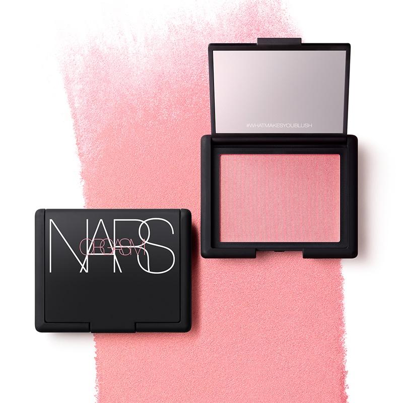 NARS - Orgasm Blush: Phấn má nổi tiếng của NARS, có gam màu hồng đào ánh cầm khỏe mạnh. Giá: 1.000.000VNĐ