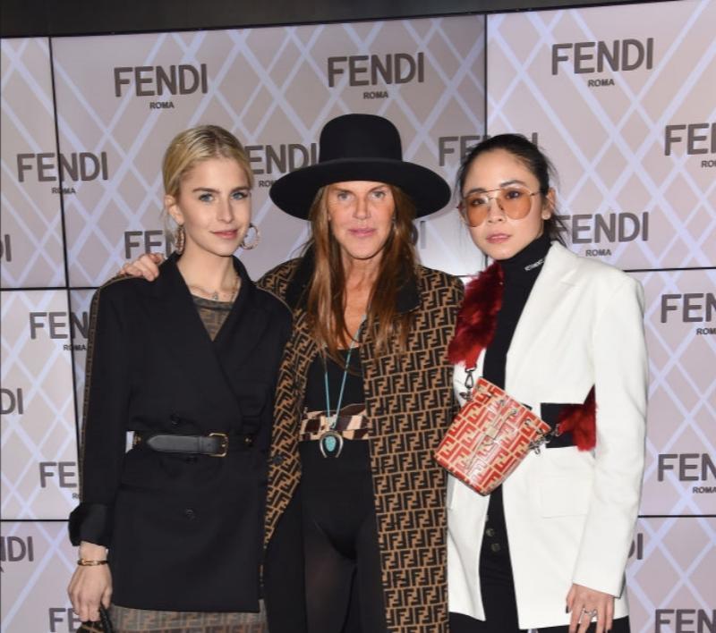 Fendi là một trong số những thương hiệu yêu thích của Ng.a và dĩ nhiên cô không thể bỏ lỡ show diễn của nhà mốt đình đám này.