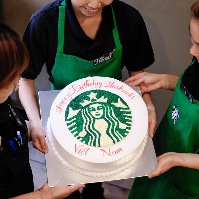 Bánh sinh nhật mừng Starbucks tròn 5 tuổi.