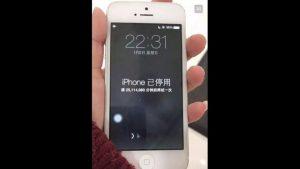 Con trai nghịch làm iPhone của mẹ bị khóa đến 47 năm