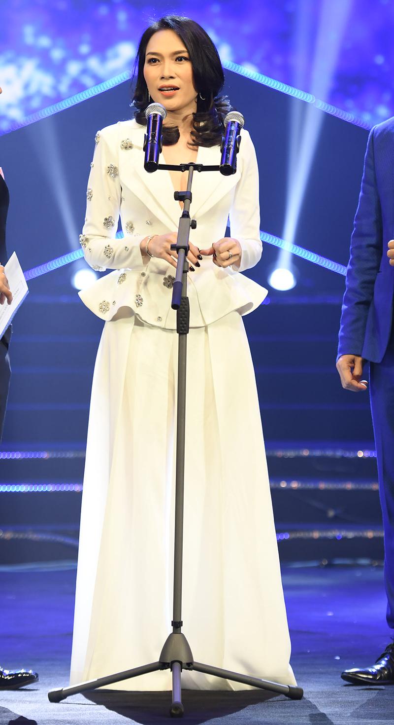 Mỹ Tâm - chủ nhân giải thưởng kép Album của năm và Ca sĩ của năm.