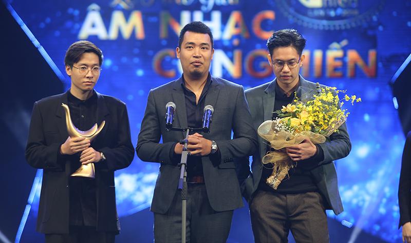 """Ngọt Band cũng nhận cú đúp giải thưởng Bài hát của năm với """"Em dạo này"""" và giải Nghệ sĩ mới của năm."""
