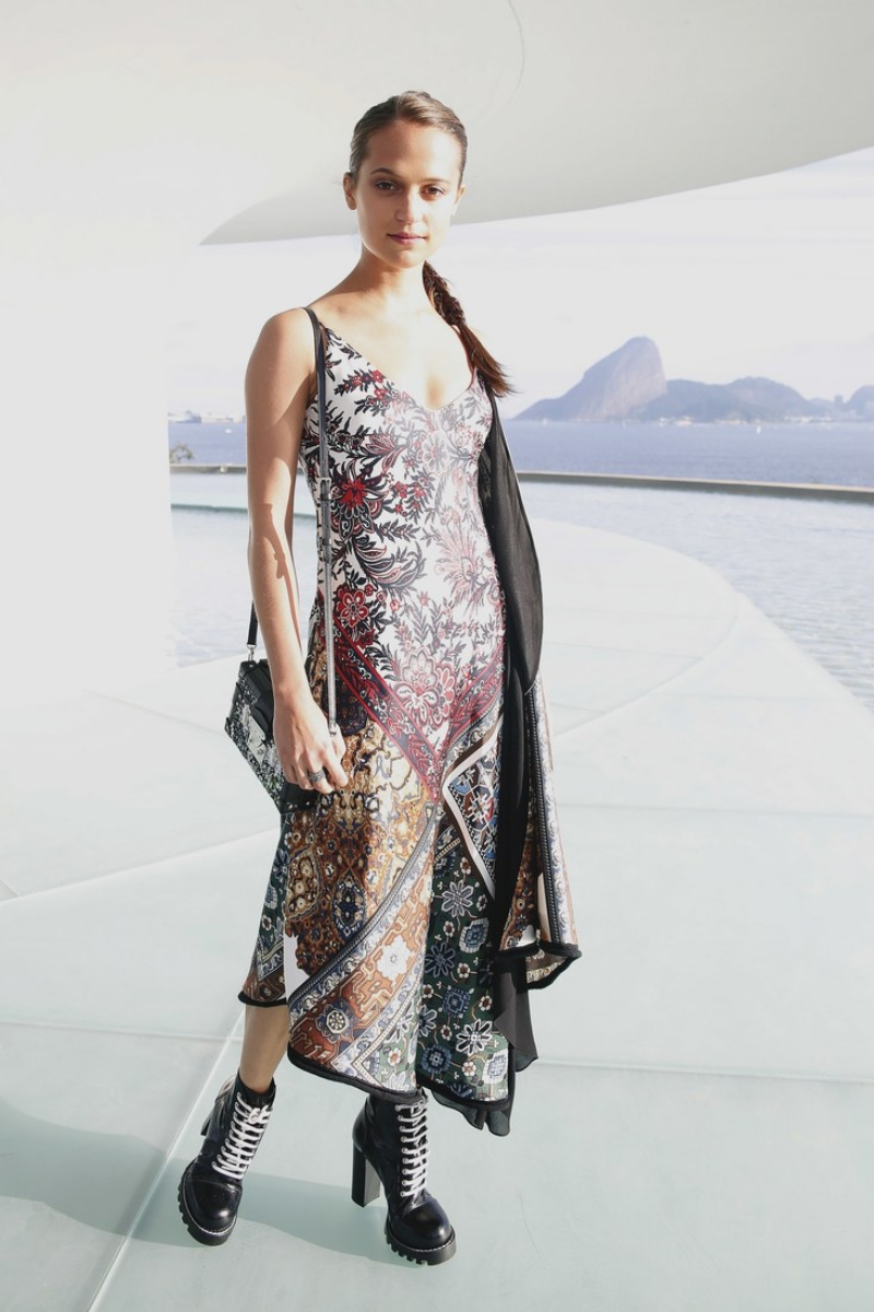Một tháng sau, cô xuất hiện tại Brazil, là một trong những vị khách danh dự trong show diễn Cruise 2017 của Louis Vuitton.