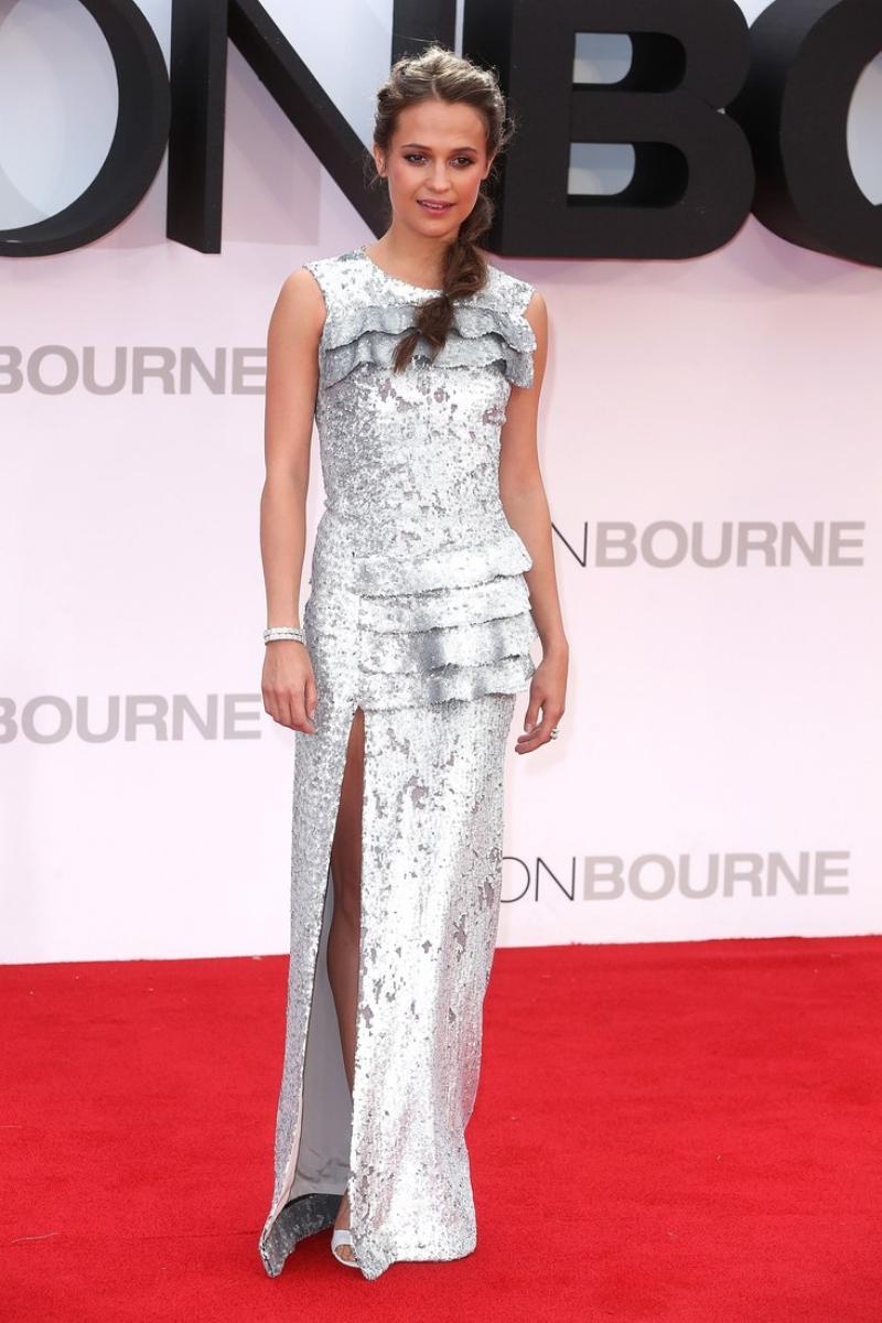 Alicia Vikander chính là hình mẫu phụ nữ mà NTK Nicolas Ghesquière - Giám đốc Sáng tạo của Louis Vuitton - hướng đến qua các sáng tạo của anh.