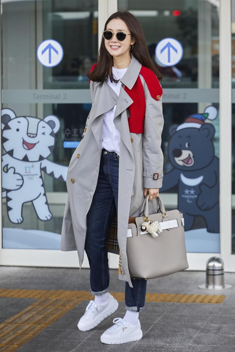 Nữ diễn viên Choi Ji Woo xách túi Belt Bag trên đường phố Seoul